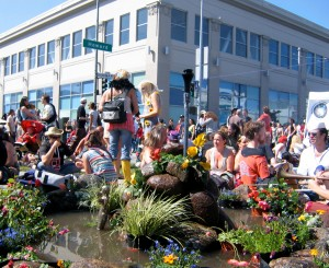 How Weird 2006 center intersection garden