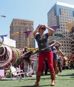 How Weird 2013 hula hooper